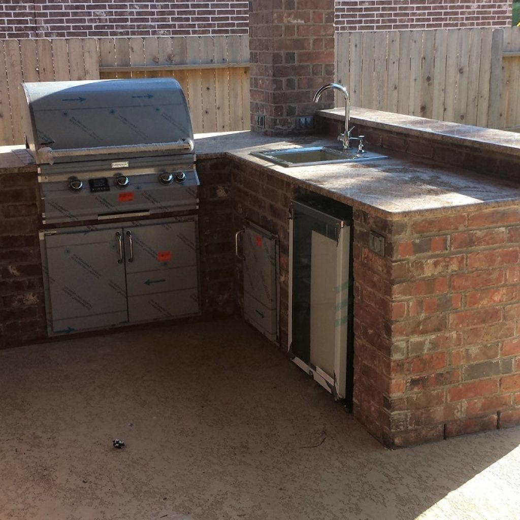Company to build an Outdoor kitchen - Unite States