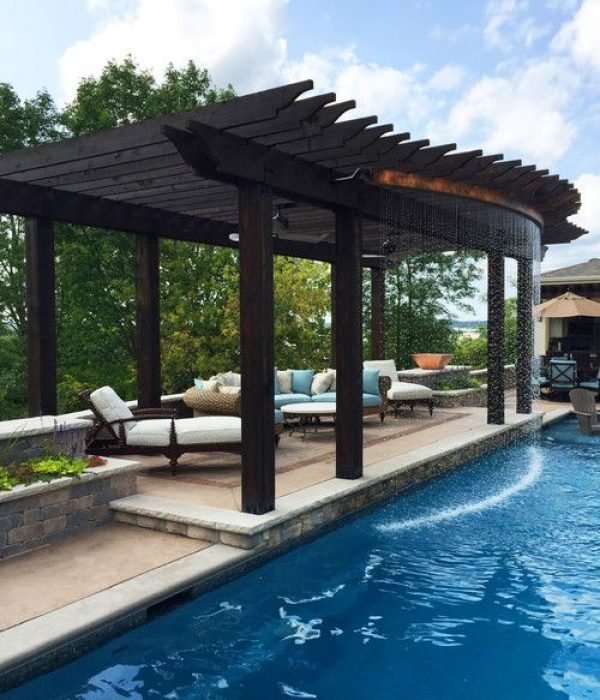 Company to construction a pool in Texas